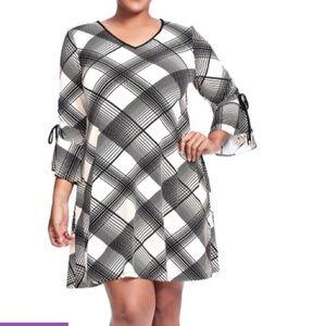 Gabby Skye Woman's plus plaid dress 18W